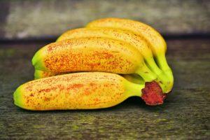bananina kora čisti lice