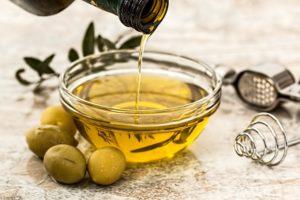 Reuma, kosti, kostobolja, ublažava bolove, kolena, zglobovi, mekinje, ilovača, maslinovo ulje, kvasac
